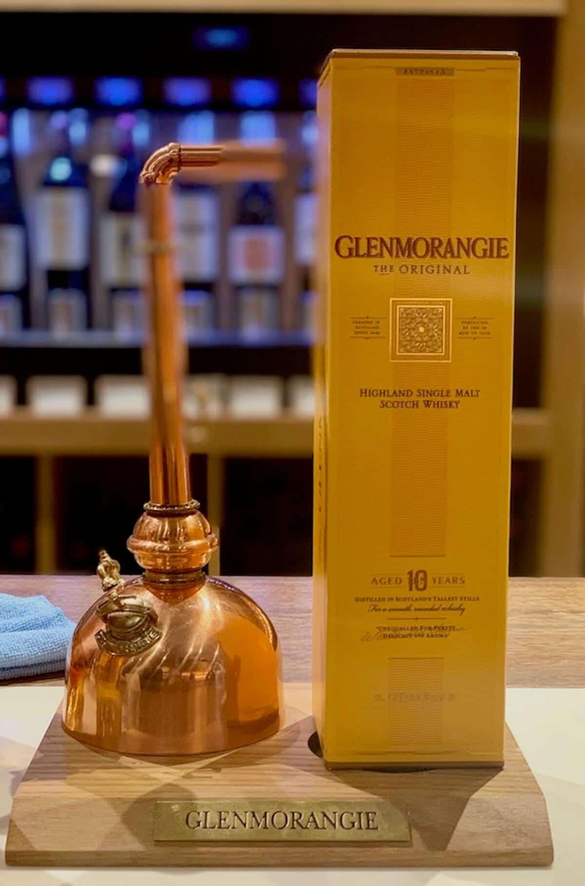 Glenmorangie Alltag with pot still model